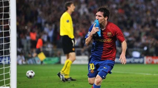 Lionel Messi mencetak gol Barcelona di final Liga Champions 2008/2009