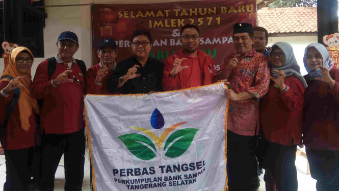 Bakrie Center Foundation meresmikan bank sampah