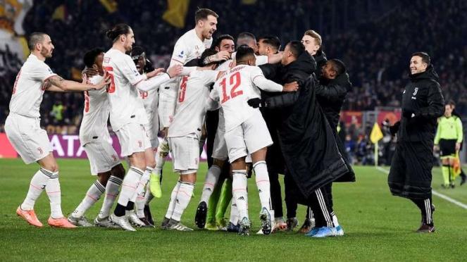 Para pemain Juventus merayakan kemenangan atas AS Roma