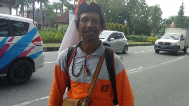 Untung (42), pria asal Yogyakarta yang jalan kaki keliling Indonesia.