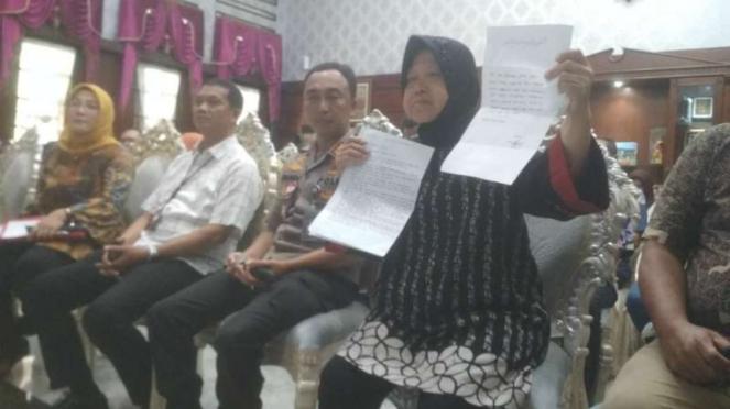 Wali Kota Surabaya Tri Rismaharini alias Risma dan Kepala Polrestabes Surabaya Kombes Pol Sandi Nugroho di rumah dinas Risma di Surabaya pada Rabu, 5 Januari 2020.