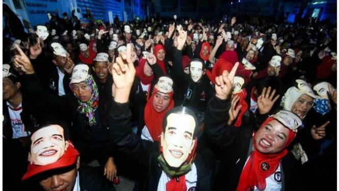 Sejumlah relawan menghadiri acara Jokowi di kawasan industri Sentul.