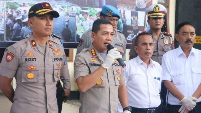 Kepala Polres Kota Malang Komisaris Besar Polisi Leonardus Simarmata berbicara tentang penyidikan kasus bullying di SMP Negeri 16 Kota Malang dalam konferensi Rabu malam, 5 Februari 2020.