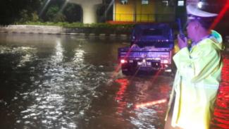 Ilustrasi banjir di jalanan Jakarta.