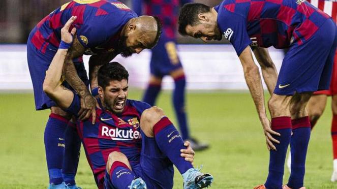 Penyerang Barcelona, Luis Suarez, mengalami cedera