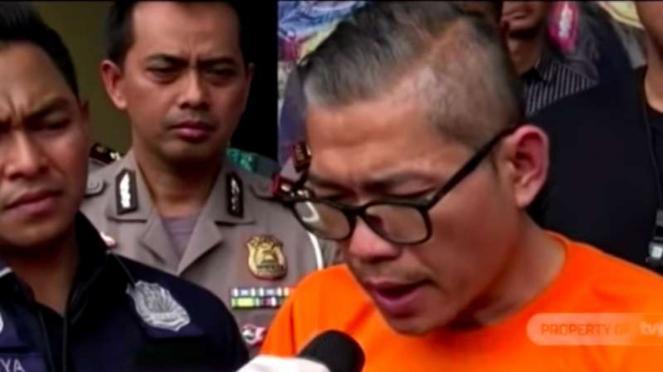 Pria bernama Tohap Silaban ditangkap oleh polisi setelah menyerang dan menantang duel polisi gara-gara ditilang di dekat Gardu Tol Angke 2, Jakarta Barat, pukul 09.30 WIB, Jumat, 7 Februari 2020.