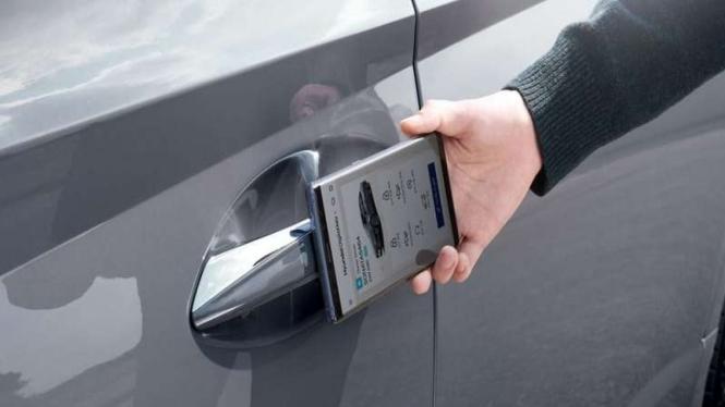 Membuka dan mengunci mobil bisa menggunakan ponsel pintar