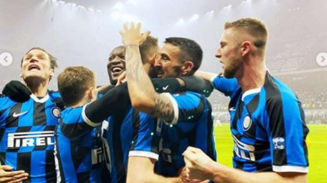 Pemain Inter Milan rayakan kemenangan