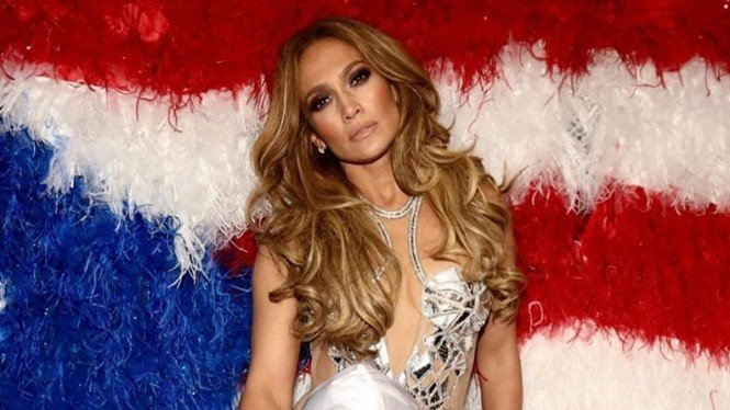 Jennifer Lopez Panas Dikritik Terlalu Seksi: Dungu Itu