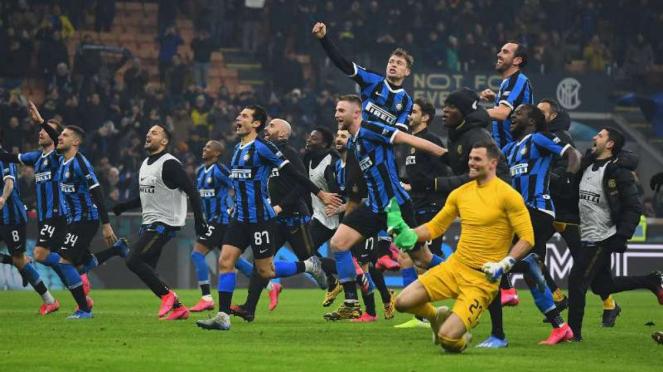 Pemain Inter Milan rayakan kemenangan.