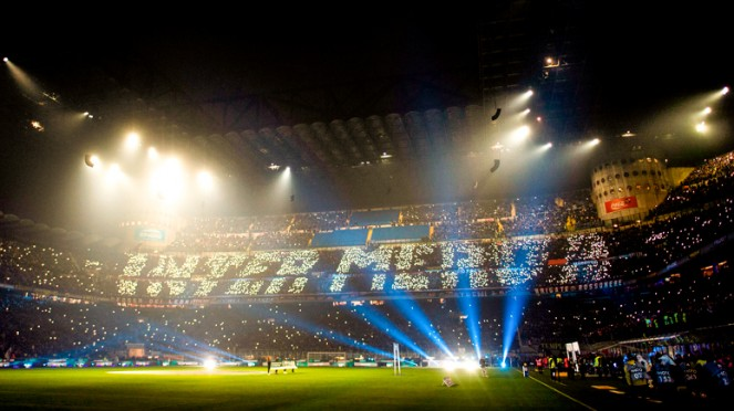 Atmosfer fantastis Derby Milan di arena Guiseppe Meazza, San Siro
