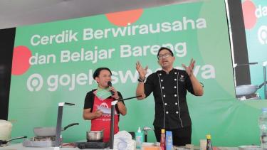Cerdik Berwirausaha bareng Gojek Swadaya bersama chef Bara Pattiradjawane.