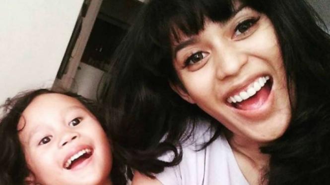 Karen Pooroe dan mendiang anaknya