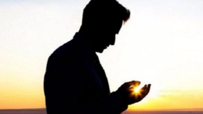 Ilustrasi pria berdoa.