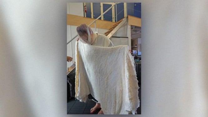 Contoh kain kafan jenazah di Planet Mars yang terbuat dari sutra.