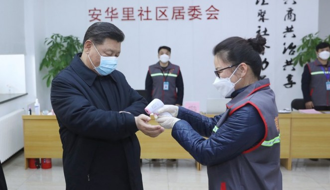 https://thumb.viva.co.id/media/frontend/thumbs3/2020/02/11/5e42744506b9c-virus-corona-kunjungan-langka-presiden-xi-jinping-ke-rumah-sakit-di-tengah-krisis-kesehatan_663_382.jpg