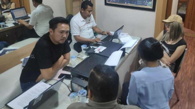 Lucinta Luna tengah diperiksa penyidik Polres Jakarta Barat
