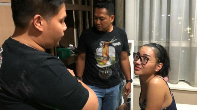 Lucinta Luna saat ditangkap di apartemennya, Selasa 11 Februari 2020