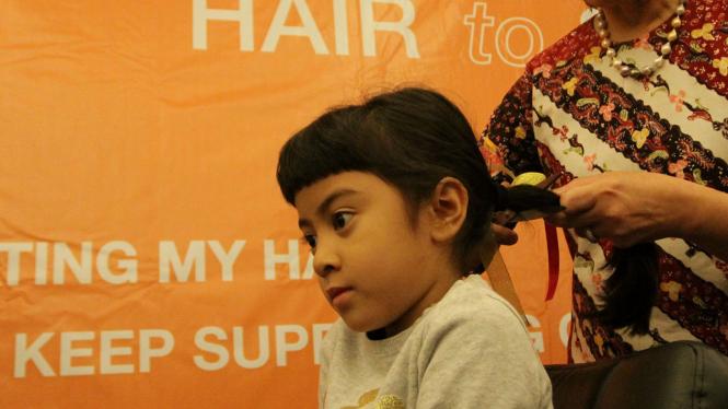 Donor Rambut Peringati Hari Kanker Sedunia