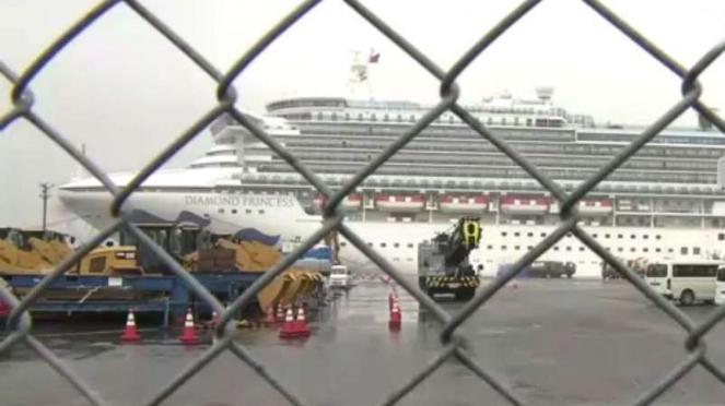 Kapal pesiar milik Diamond Princess yang dikarantina di Jepang.