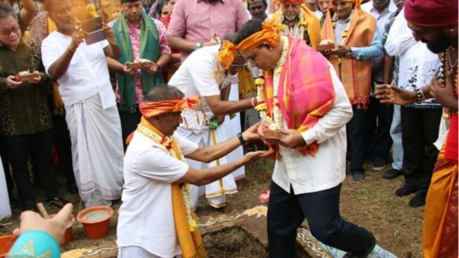 Anies Baswedan dipelatakan batu pertama rumah ibadah Tamil