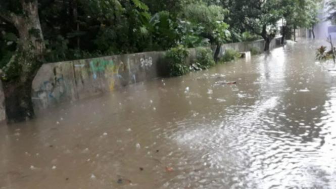 Banjir dan longsor di Depok