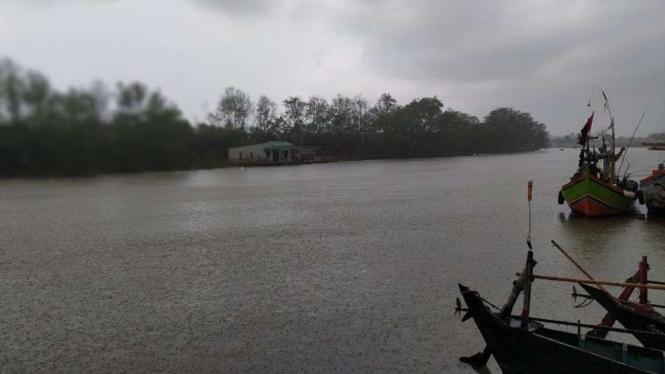 (Foto Ilustrasi) Cuaca buruk buat nelayan Muara Gembong Bekasi tak berani melaut