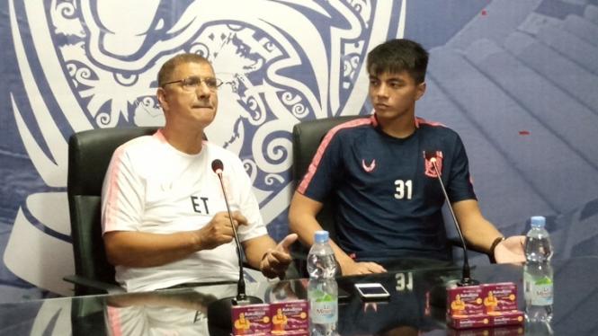 Pelatih Borneo FC, Edson Tavares