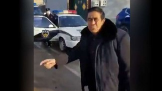 Kakek yang ditangkap polisi China.