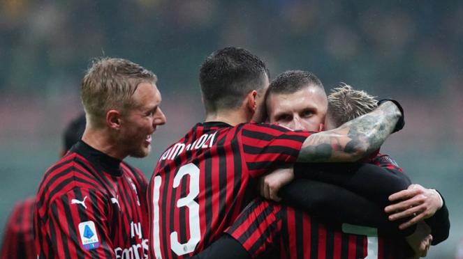 Pemain AC Milan merayakan gol ke gawang Torino