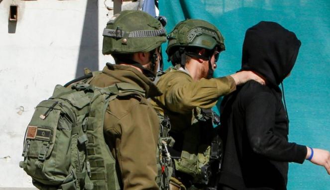 https://thumb.viva.co.id/media/frontend/thumbs3/2020/02/18/5e4b3c4c45049-hamas-bobol-puluhan-ponsel-tentara-israel-dengan-berpura-pura-sebagai-perempuan-yang-cari-perhatian_663_382.jpg