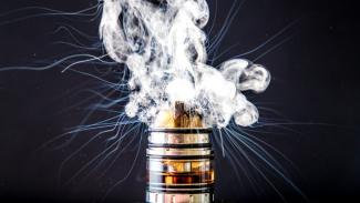 Vape atau rokok elektrik.