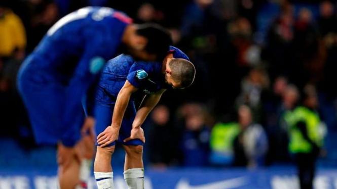 Ekspresi kecewa pemain Chelsea usai takluk di Stamford Bridge.