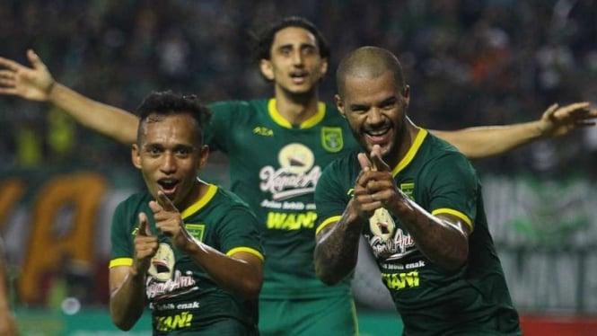 Irfan Jaya dan 2 pemain asing Persebaya, Mahmoud Eid, David Da Silva