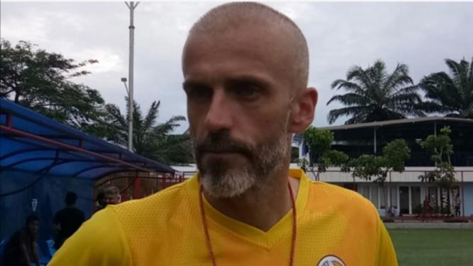 Pelatih PSS Sleman, Eduardo Perez.