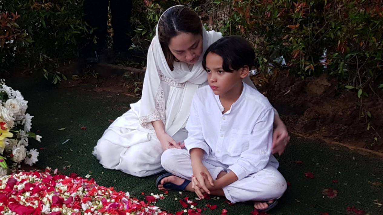 Bunga Citra Lestari atau BCL dan sang anak, Noah Sinclair.
