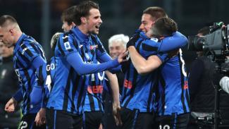 Para pemain Atalanta merayakan gol.