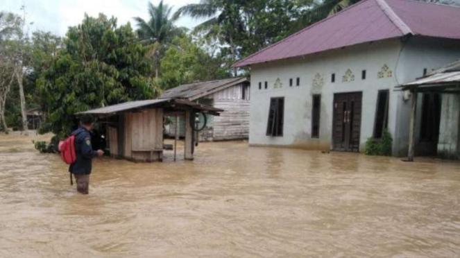 Banjir merendam rumah warga di Penajam Paser Utara, calon ibukota yang baru.