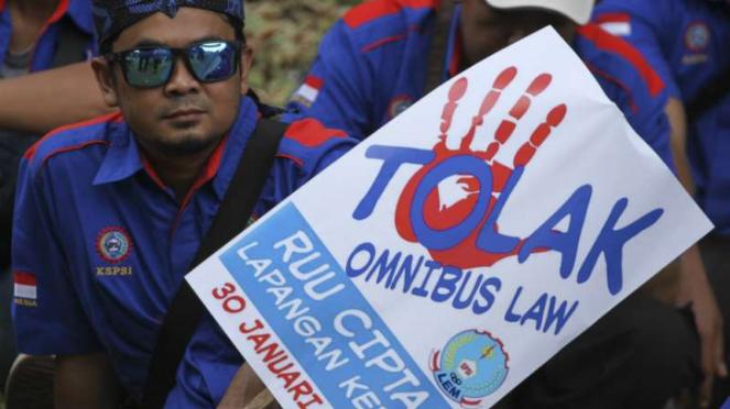 Demo buruh tolak RUU Omnibus Law Cipta Kerja