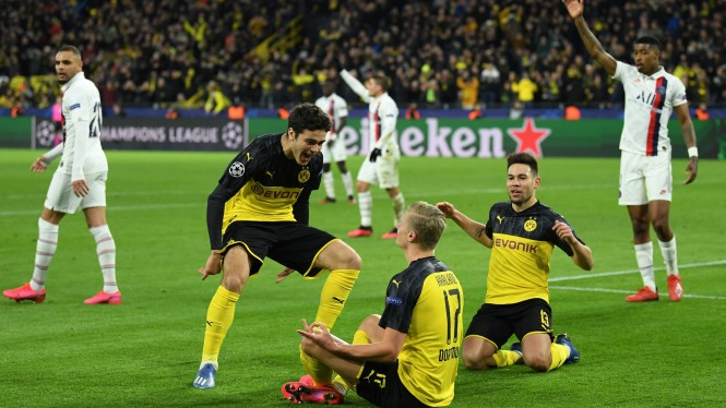 Borussia Dortmund rayakan gol ke gawang PSG