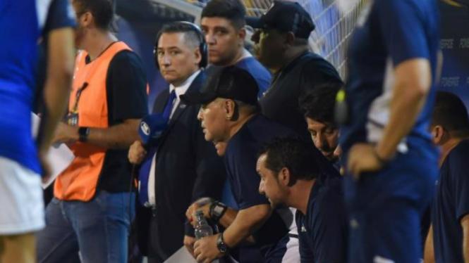 Diego Maradona tertangkap kamera pakai drugs saat pertandingan