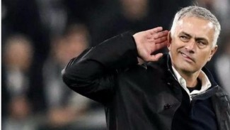 Aksi pelatih Tottenham Hotspur Jose Mourinho.