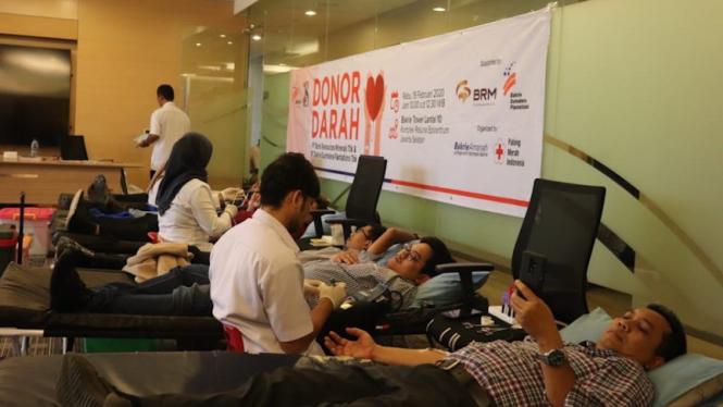 PT.  BRM dan Bakrie Sumatera Plantation gelar kegiatan donor darah di Komplek Rasuna Epicentrum, Jakarta, Rabu (19/02).