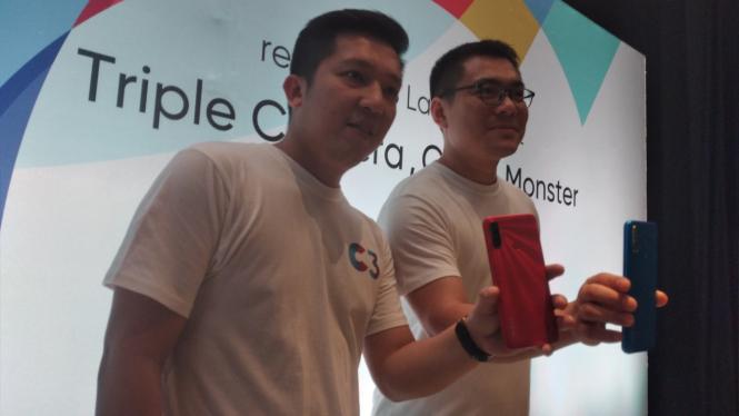 Product Manager Realme Indonesia, Felix Christian (kiri).