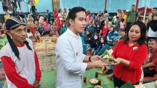 Bakal calon Wali Kota Solo Gibran Rakabuming Raka bertemu warga Ngemplak Solo