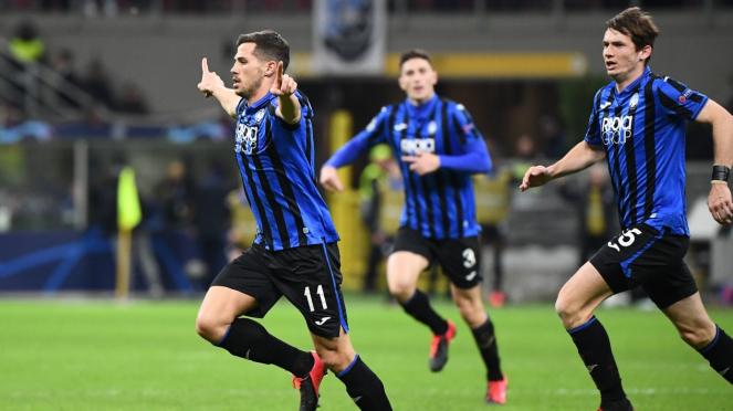 Pemain Atalanta merayakan gol