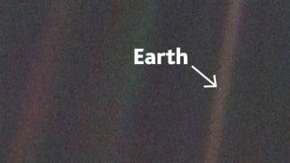 Foto Bumi yang diambil oleh wahana antariksa Voyager 1 milik NASA.