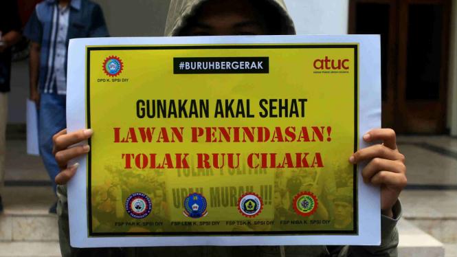 Buruh demo tolak Omnibus Law RUU Cipta Kerja