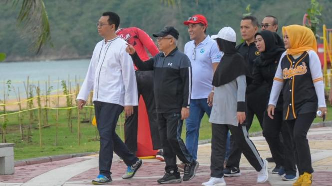 Wakil Presiden Indonesia, Ma'Ruf Amin (topi hitam)