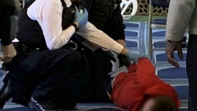 Pelaku penikam muazin di masjid London dilumpuhkan